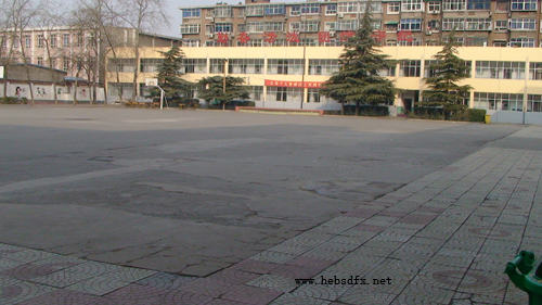 (1)学校最早的沥青操场.jpg