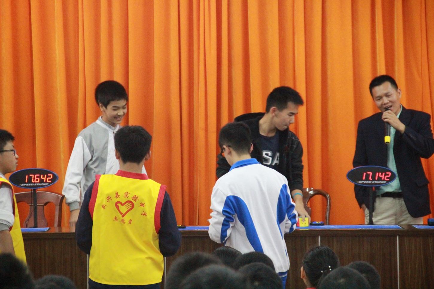 我校第五届校园魔方总决赛胜利举行